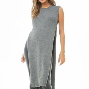 Side slit sleeveless tunic